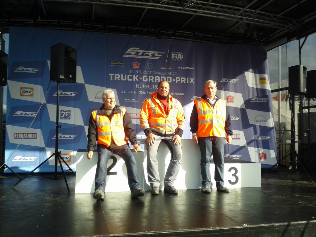 v.L. Uwe Mattern, Sportleiter Kai Bucher sowie Karl-Heinz Wiener.